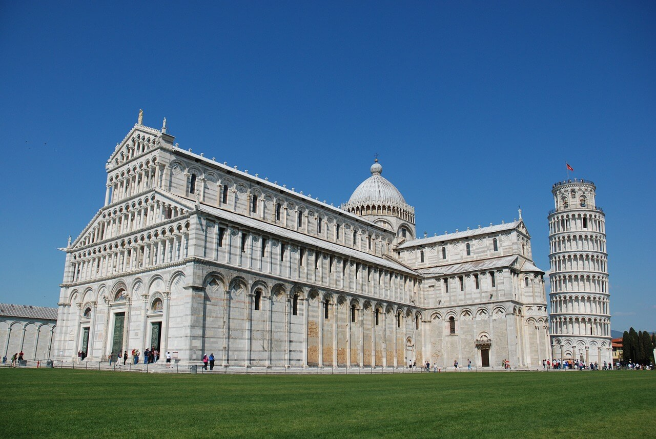 Piazza Del Marcoli with the leaning tower of pisa