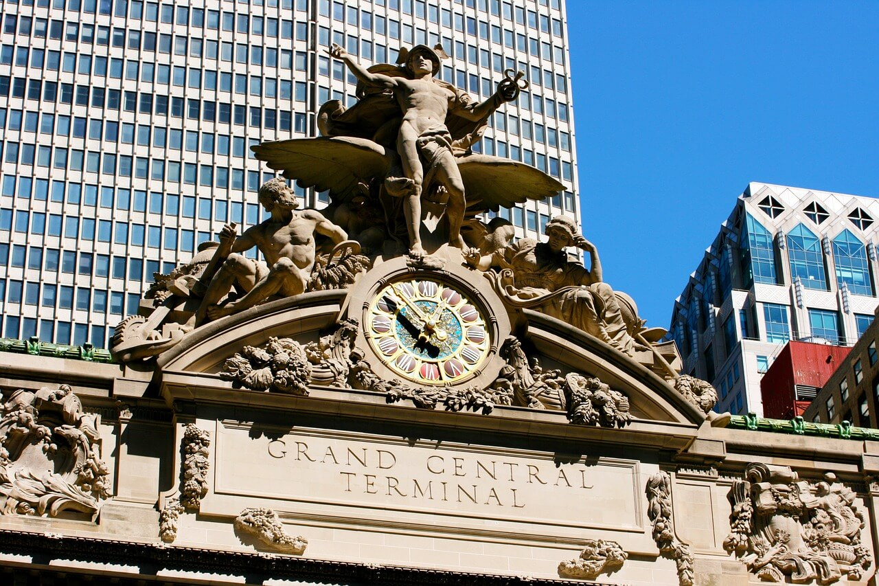 Picture of the clock and the angel outside Grand central station in New York