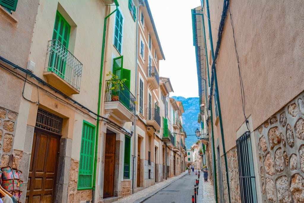 A street in Mallorca with cream houses and green windows - one of the recommended things to do during your 2 day itinerary to Mallorca