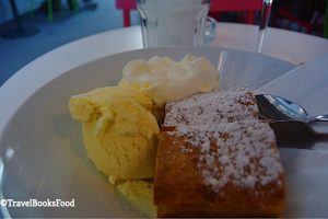 Apple Strudel with Vanilla icecream and cream