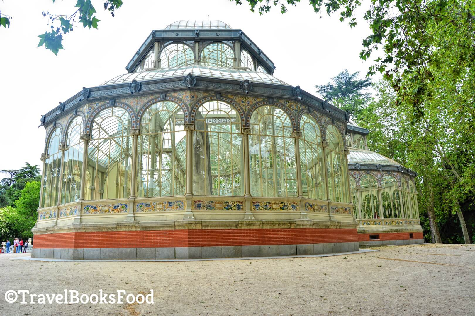 A photo of the crystal glass house in Madrid