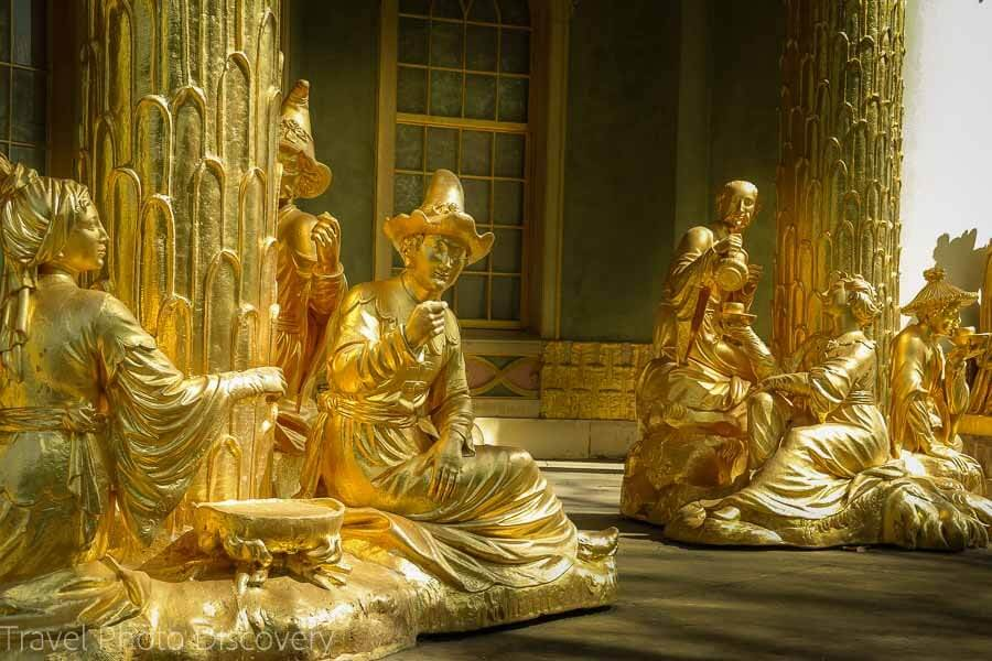 Lots of golden statues of a chinese tea room in Potsdam
