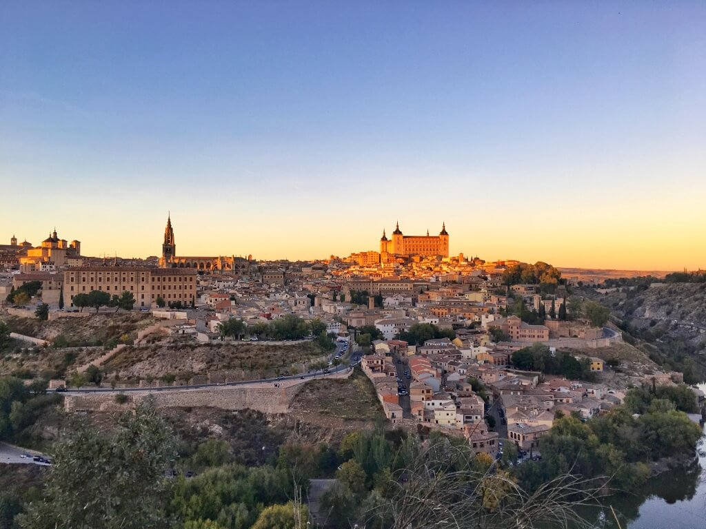 A photo of Toledo city taken from a viewpoint up in the hills