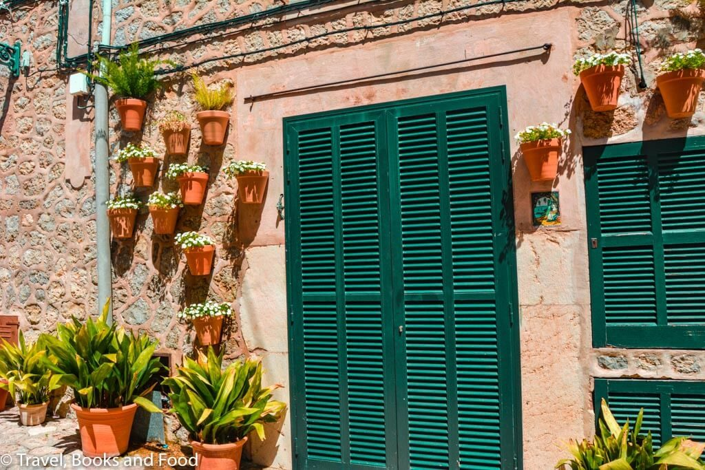 Mallorca is full of green windows and doors and it is definitely a picturesque European island