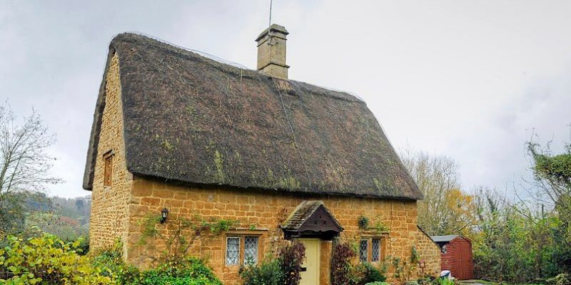 Best_Europe_Day_Trips_Eurotrip_Itinerary_Cotswold Cottage by Kathryn Burrington