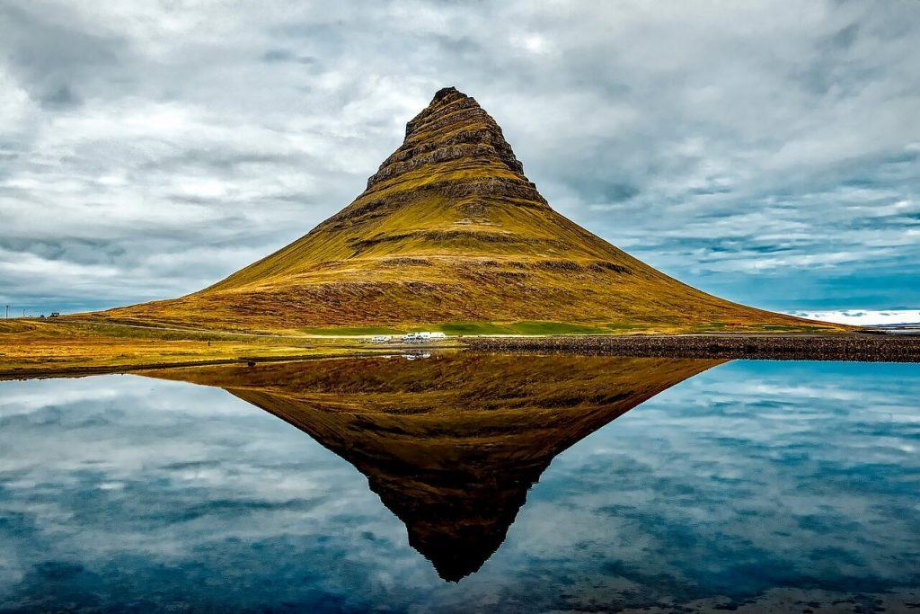 Iceland_Roadtrip_itierary_church_mountain
