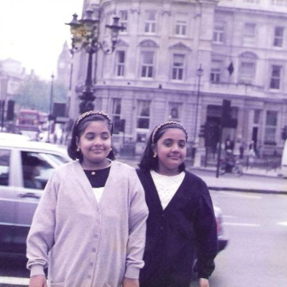 Twins_in_London