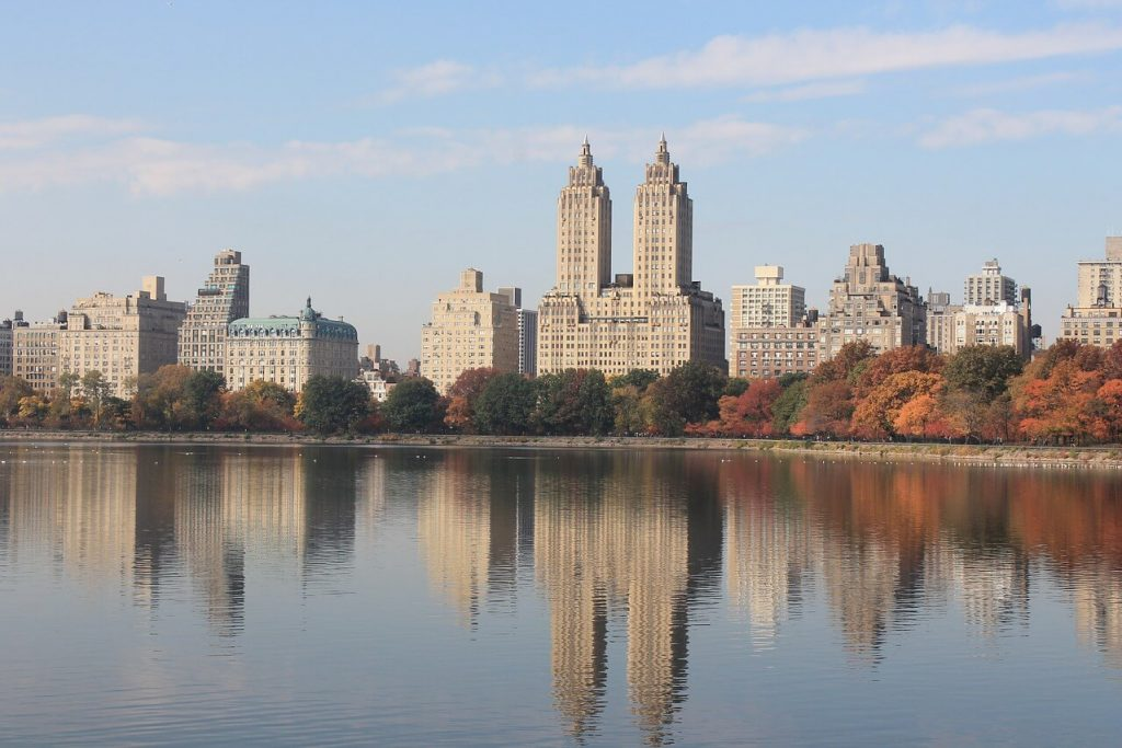 Picture of the lake inside Central Park